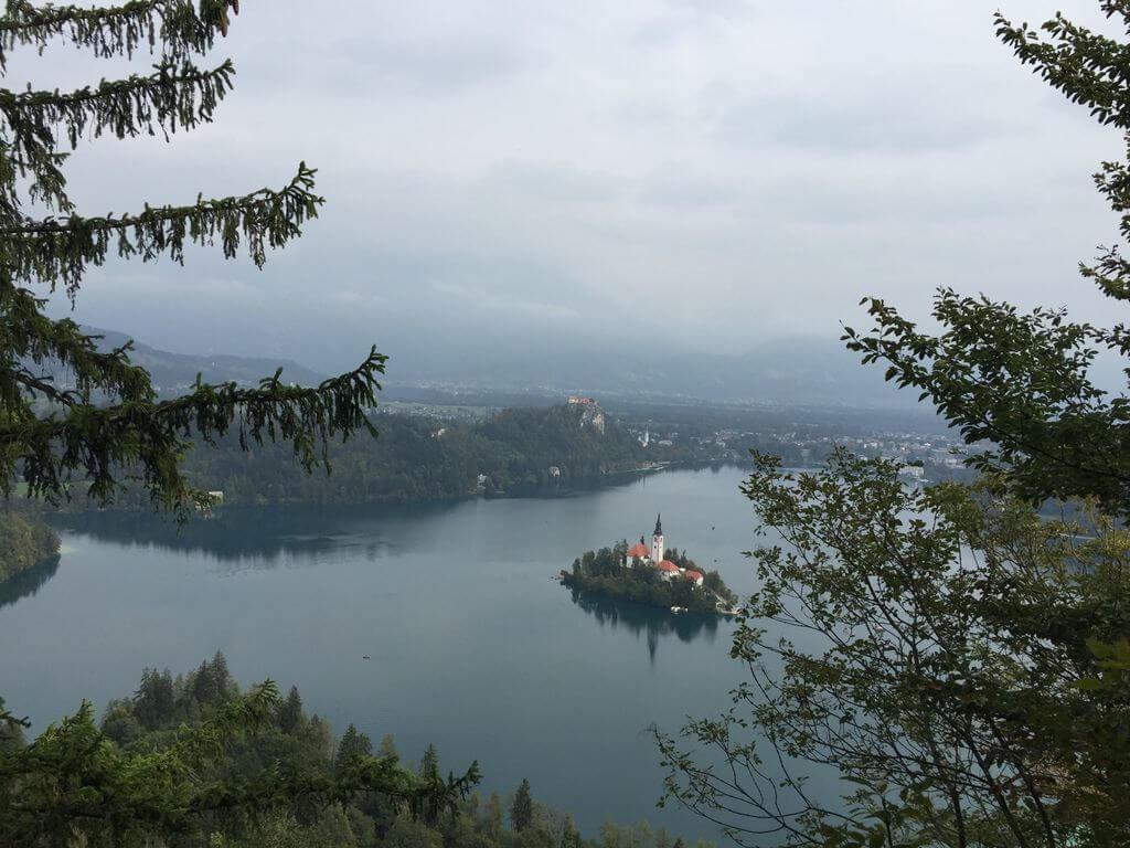 Pogled na Bledsko jezero s Male Osojnice